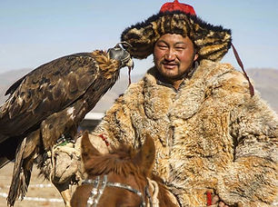 Presents this great photo of an eagle hu