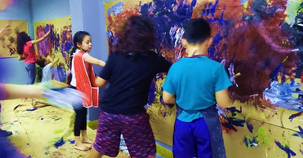 pintura_niños_muro_abtstrac.jpg