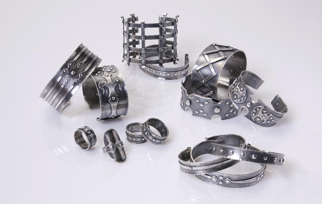 Donna Veverka, Bracelets