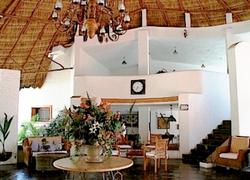 Los Picos Buceris Lobby
