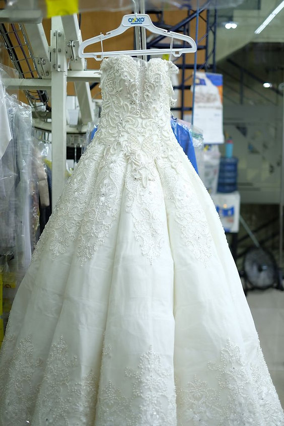 oxxo-dry-cleaning_wedding-gown1480988945