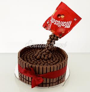 gravity_cake_-_gateau_anniversaire_-_gat