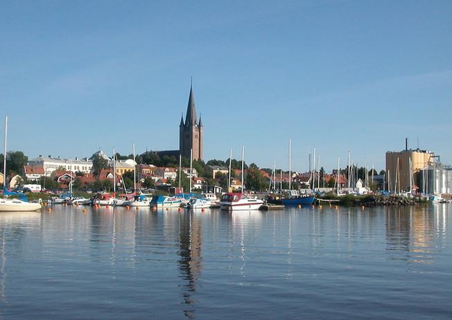 Mariestad från sjösidan