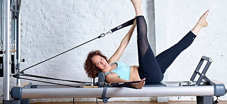 4U Pilates instructor Zoisa demonstrating a MELT pilates movement on the reformer machine