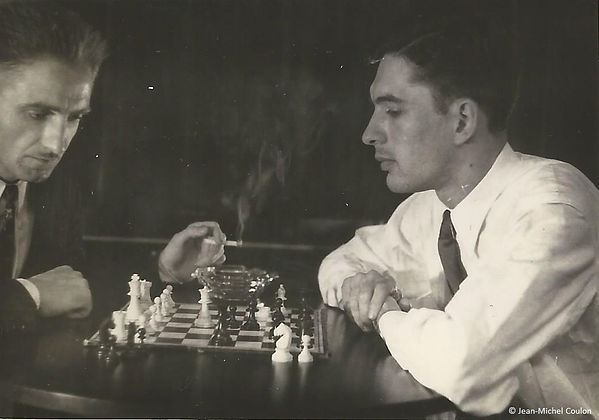 Jean-Michel Coulon playing chess at the Descartes house in Amsterdam (1950)