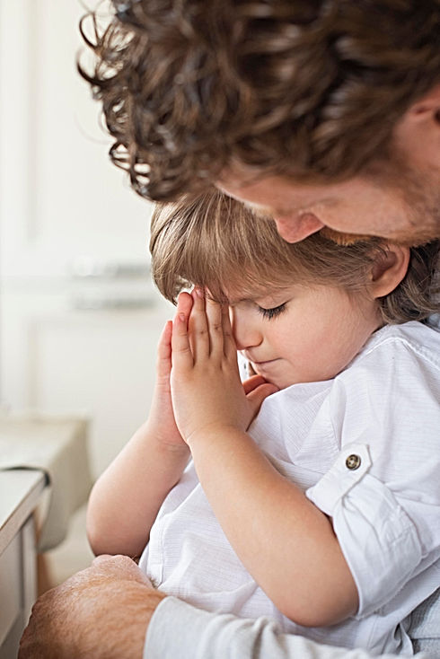father-praying-together-with-child (1).j
