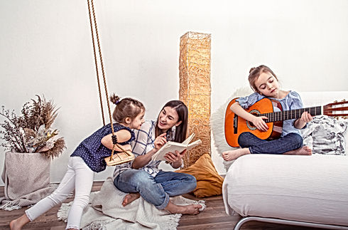 mom-plays-with-her-daughters-at-home-les