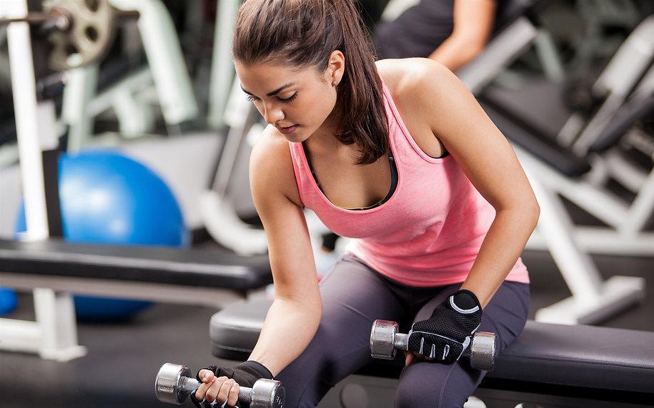 Beautiful_girl_exercise_dumbbell-Fitness