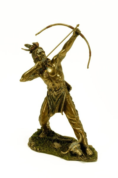 Figura de indio con arco