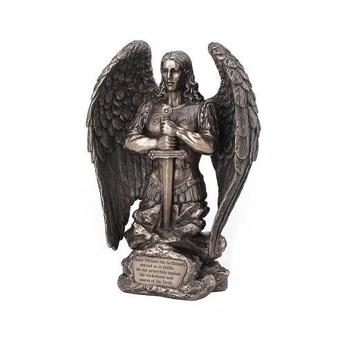 Figura de San Miguel orando