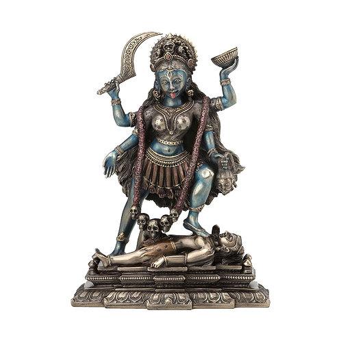 Figura deKali pisando el pecho de Shiva