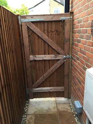 Bespoke fence gates fencing contractor services