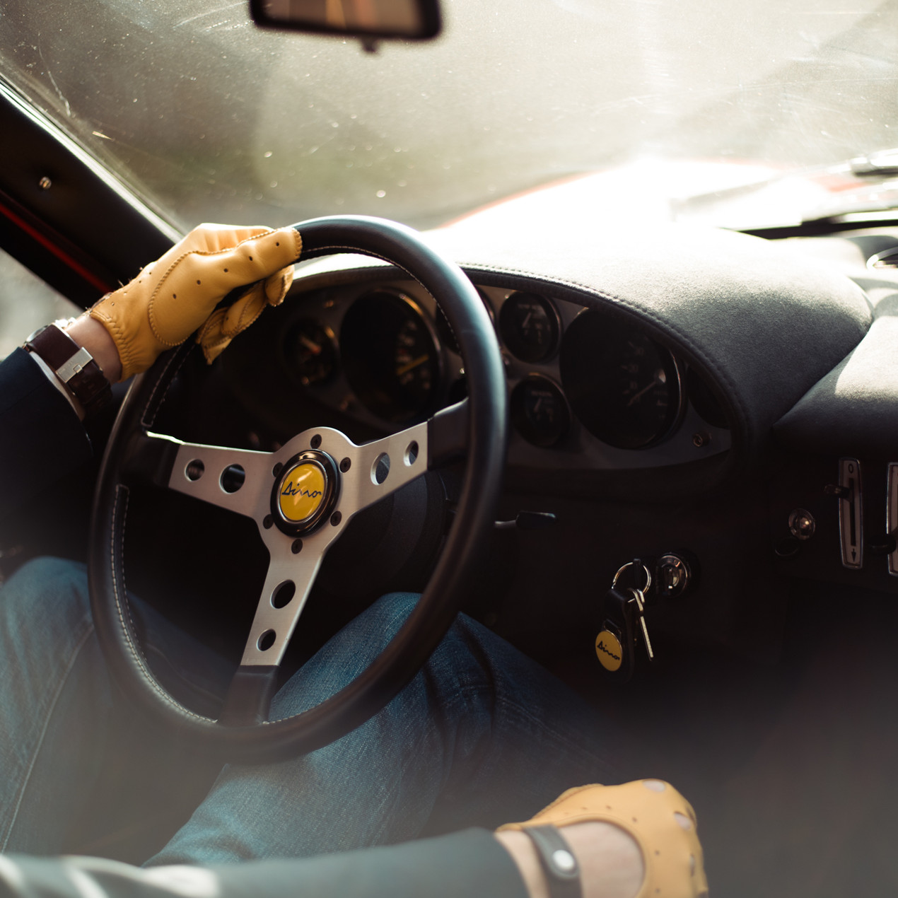 driving-gloves-leather-yellow_Ferrari_Dino
