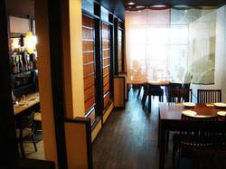飲食店のおいでやす おおきに屋の店内テーブル席の様子です