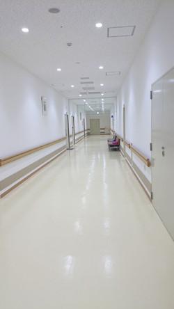 浜坂七釜温泉病院の病室前廊下です