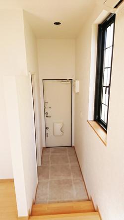 賃貸ワンルーム「villa NT1366」の玄関の様子です