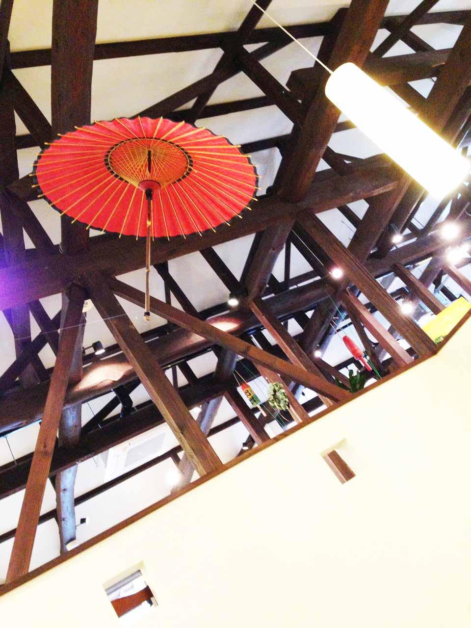 玉造アートBOXの店内天井の様子です