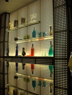 ラウンジ和花の飾り棚の様子です