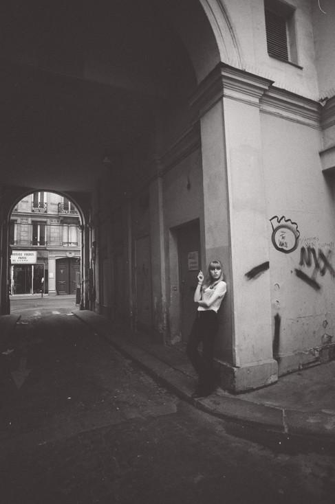 Adèle Taking a Break on the Corner