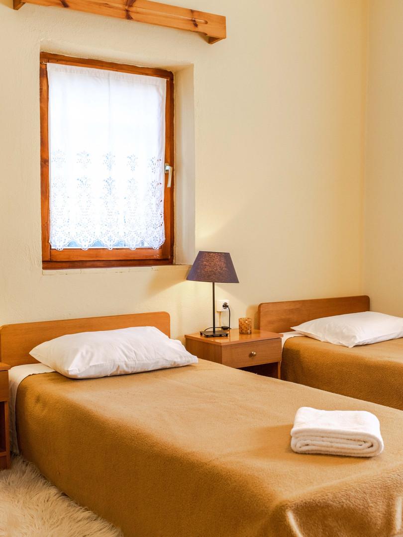 single beds room.prespes.jpg