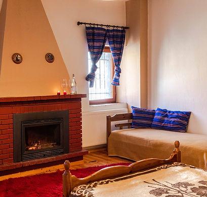 room.fireplace.jpg