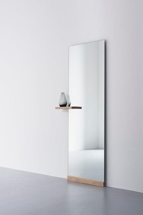Shift floor mirror w. shelf