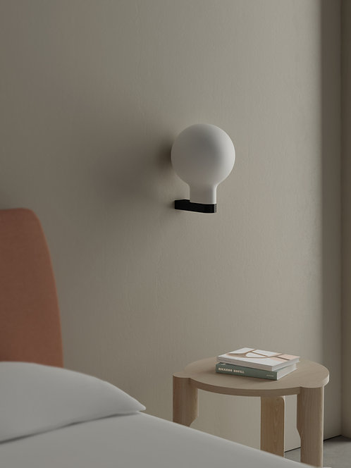 Bold wall lamp