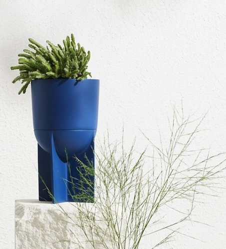 Eros tall planter