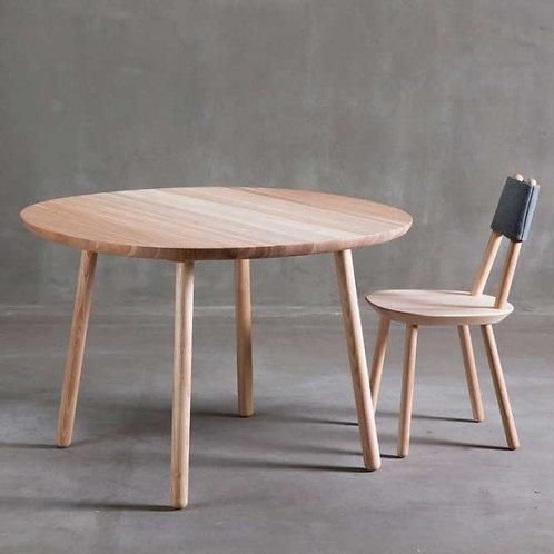 Naive dining table