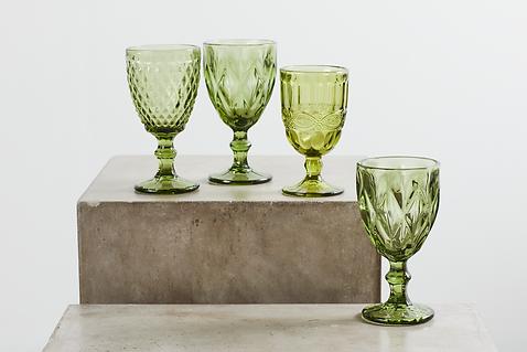 Udlejning af grønne glas tablesetting til bryllup og konfirmationer
