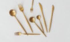 Lej guld og sølv bestik hos Tablesetting serviceudlejning