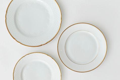 Lej tallerkener med guldkant hos tablesetting til bryllup, konfirmation og fest