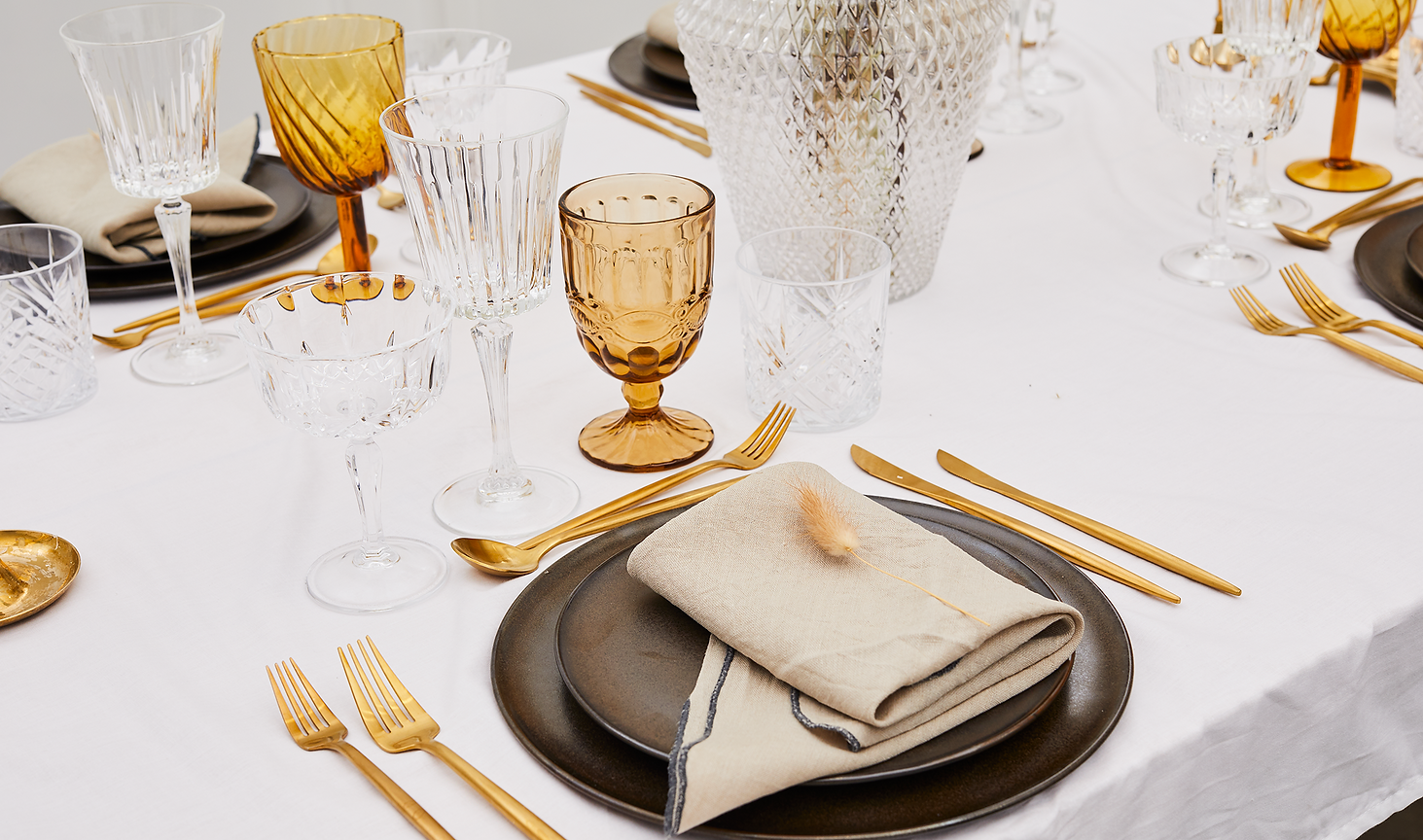 Lej metallic brown raw stel hos Tablesetting serviceudlejning