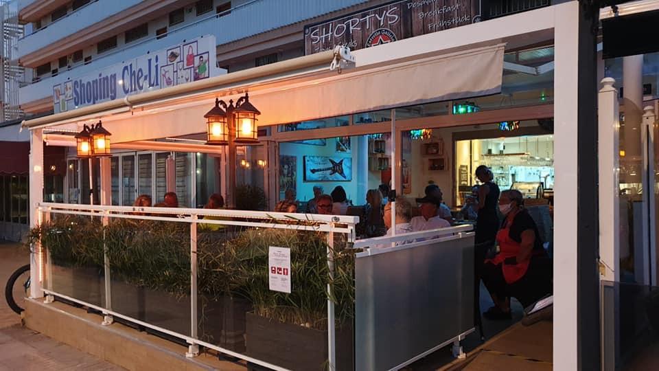 Avec sa cuisine végan et ses spécialités allemandes, une véritable institution à Playa del Inglés.
