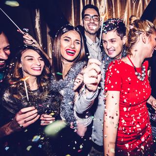 Устраивать вечеринки