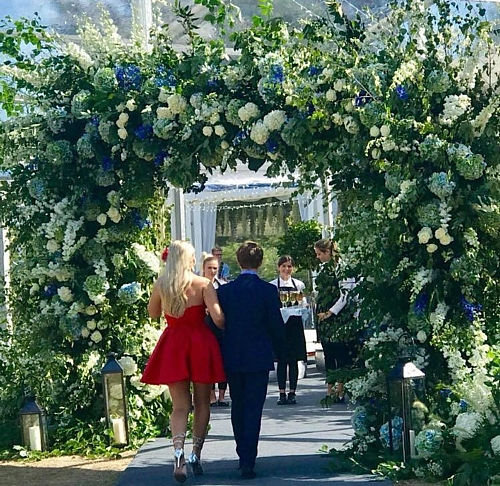 wedding_walk_flowers.jpg