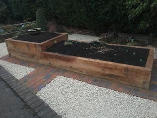 Alun Gedrych Ltd - Oak Sleeper Planters