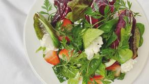 苺サラダをオリーブオイルとバルサミコドレッシング