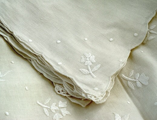 vintage french tablecloth + napkins (set of 12)
