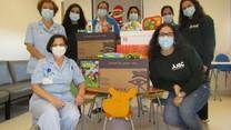 Jovens de Samora entregam brinquedos na pediatria