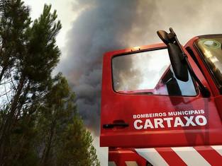 Fogo urbano faz dois feridos graves no Cartaxo