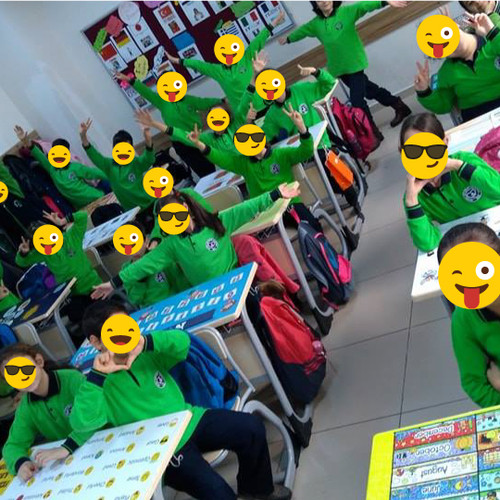 OnKa'yla mutlu öğrenciler