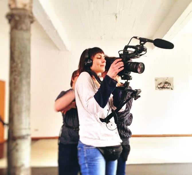 Close Up: Hanna mit der Kamera
