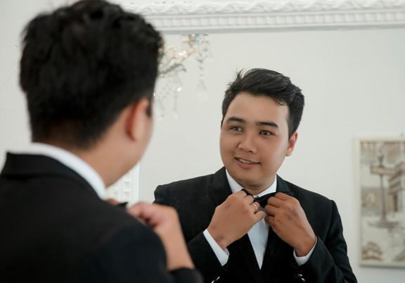 photo-of-man-holding-black-bowtie-283531
