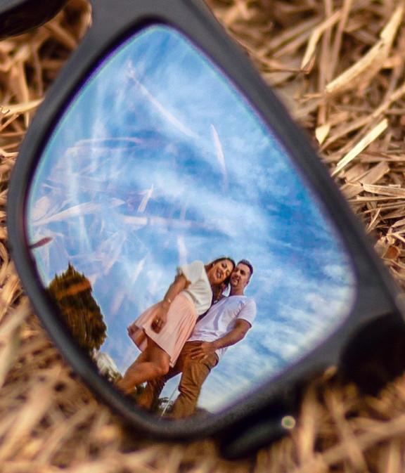 black-framed-sunglasses-close-up-photogr