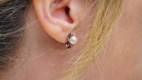 Pearl Stud Earrings – Timeless Elegance in Jewelry