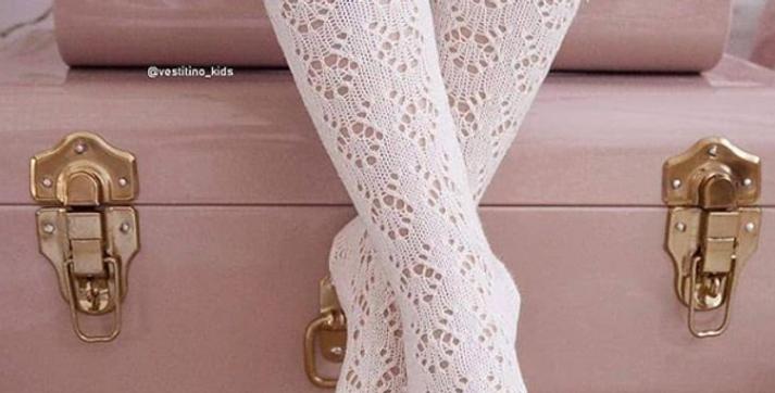 Șosete înalte croșetate, cu fundă, din bumbac - albe