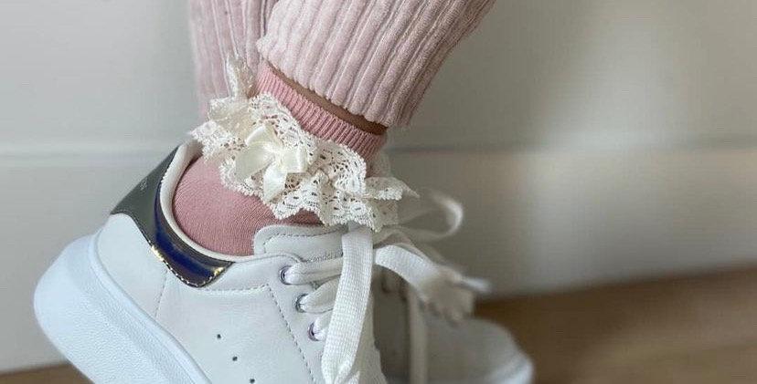 Șosete scurte cu dantelă - roz dulce