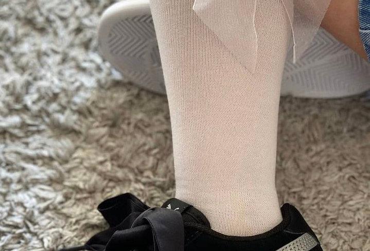Șosete înalte, cu fundă, din organza - alb
