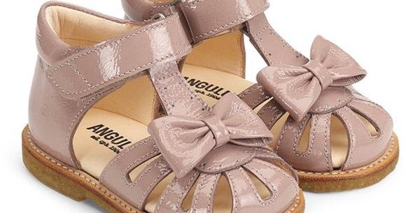 Sandale cu fundiță - primii pași